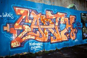 graffiti poškodí fasádu do struktury