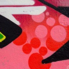 Graffiti ze zdi je možné odstranit. Odborná ochrana fasád proti graffiti to umožní