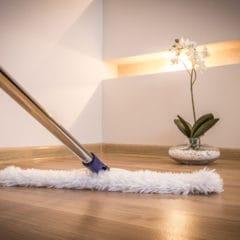 Strojové čištění podlah Praha dokáže zázraky. Nano impregnace průmyslových podlah, voskování linolea