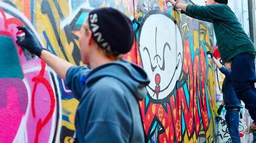 Účinná prevence před graffiti. Čištění, mytí fasád, stěn a zdí. Ochrana nátěrem proti sprejům Brno