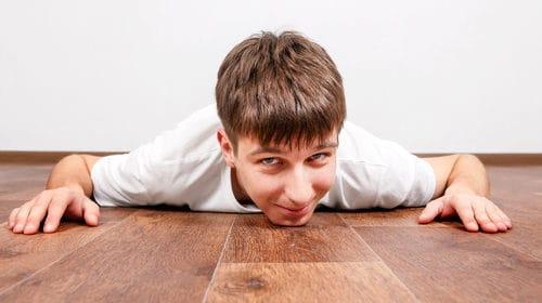 Strojové čistenie vyčistí podlahu tak dokonale, že sa na nej bez obáv môžu batoliť aj deti, Strojové čistenie, Umývanie, podláh
