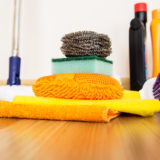 Strojové čištění dostane z podlahu i vosk a zároveň ji nepoškodí